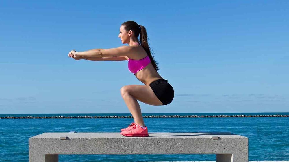 squat au poids du corps femme
