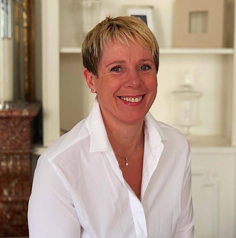 Alexandrine Zelazo Robin  Co-fondatrice en charge des affaires administratives Alexandrine a effectué une grande partie de sa carrière dans le milieu médical. En premier lieu en milieu hospitalier puis ensuite en dirigeant son propre cabinet d'infirmière libérale. Arrivée à un moment de sa vie, elle a souhaité se lancer de nouveaux challenges professionnels. Elle s'est intéressée à la vision d'Alysophil et a proposé sa participation pour aider l'entreprise à se développer en se chargeant des tâches administratives. Elle est passionnée, organisée et dynamique. Sa devise: Il y a toujours une solution.