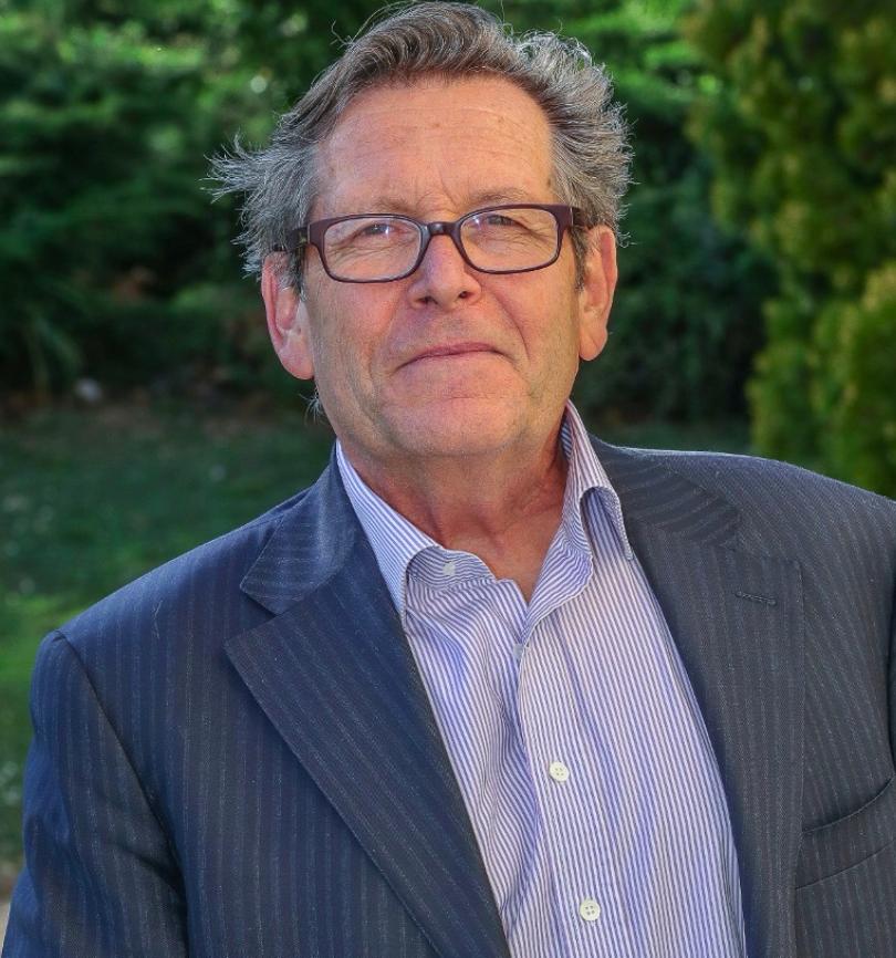 Jacques Jacquet  Conseiller auprès du président et co-fondateur Inspiré par l'innovation et inspirateur d'innovations, diplômé de l'IAE d'Orléans, Jacques investit dans la fondation d'Alysophil tous les enseignements tirés de son engagement dans Les processus de valorisation. Il organise en 1987 le centre d'innovation sur le campus de l'Université d'Orléans puis conçoit en 1998 sur la base d'une coopération franco-québécoise le centre de recherche des véhicules électriques et hybrides à Poitiers et un pôle technologique de développement industriel des alliages haute pureté de magnésium. Observateur inépuisable des processus d'intégration des innovations de rupture dans l'industrie et des difficultés en résultant, il éclaire aux côtés de Philippe Robin la stratégie d'Alysophil en participant à sa fondation et en soutenant son développement.