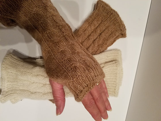 Cable wrist warmer