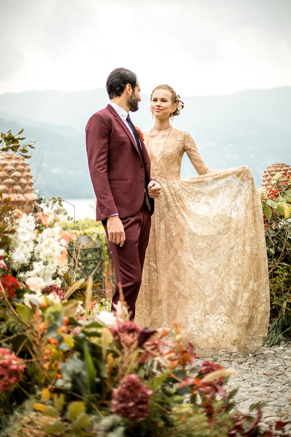 Villa by the lake elopement in Lake Como Italy || Destination Weddingphotographer Italy || Victoria Ruef - Bohoray Adventure Wedding & Elopementphotographer
