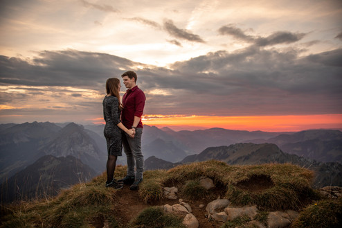 epic sunset photo during a couple shooting in the mountains