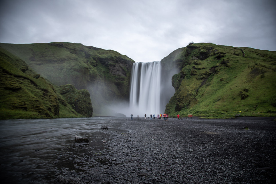 Skogafoss Waterfall in Iceland || Bohoray - Adventure Wedding and Elopement Photographer Iceland - Victoria Ruef  || www.bohoray.com