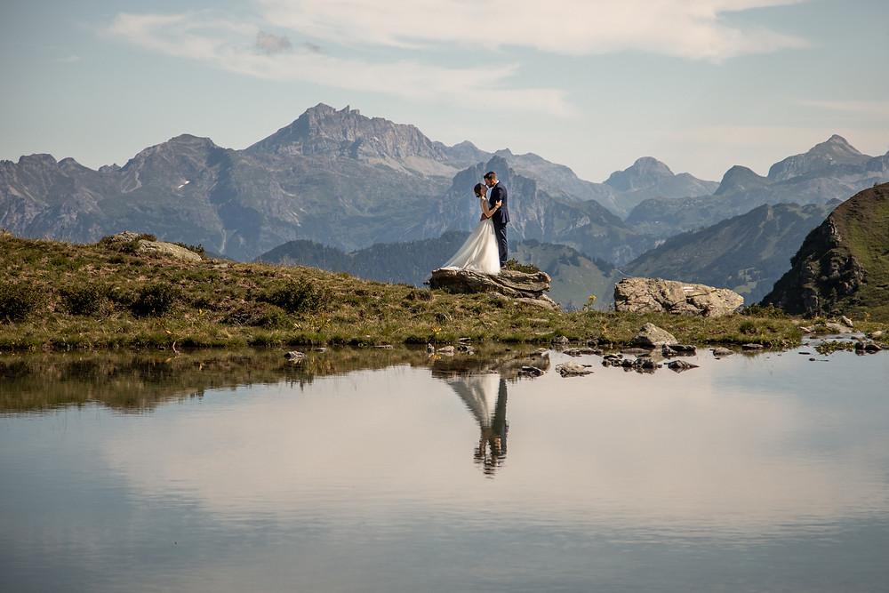 Abenteuerliche Elopement Hochzeits Fotos in den Bergen im Montafon, Vorarlberg || Wild Embrace Hochzeitsfotografen aus Österreich, Europa || www.wildembrace.photo