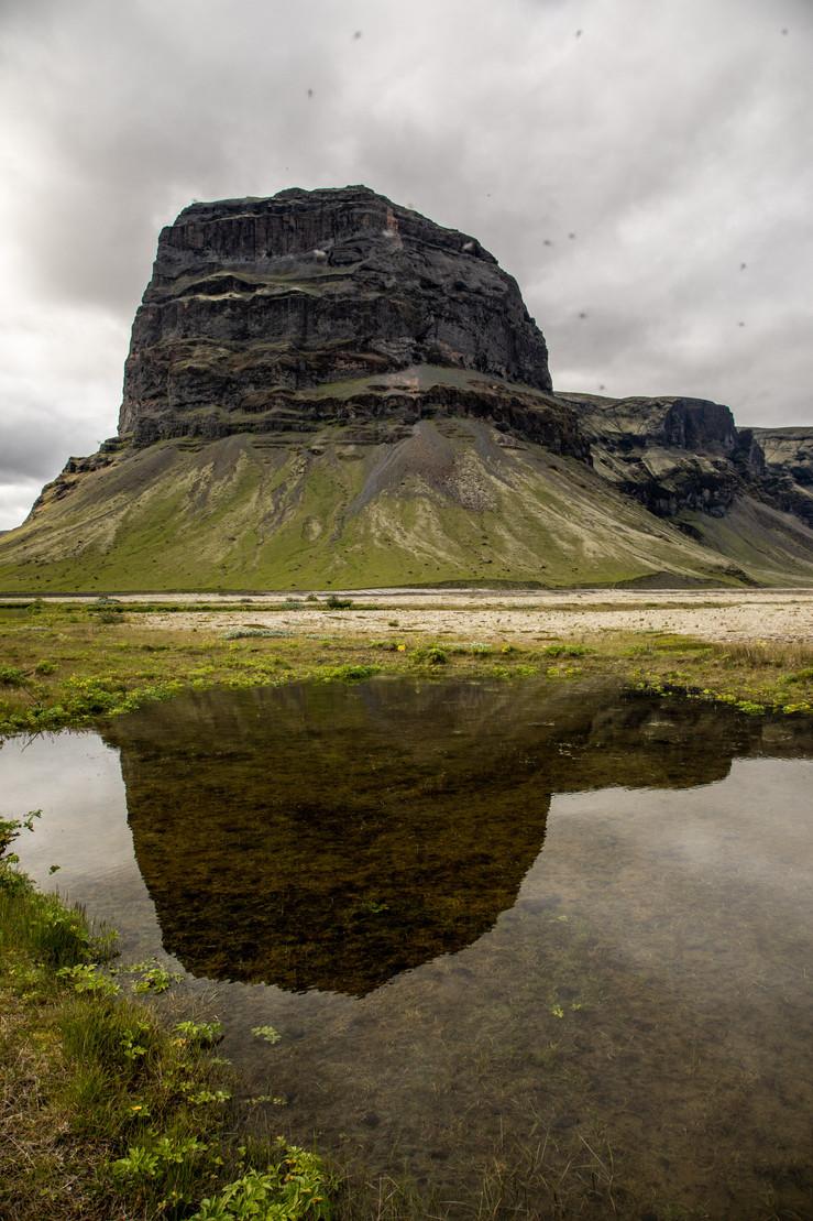 einzigartige Landschaft in Island || Bohoray - Abenteuer Hochzeits und Elopement Fotografin Island - Victoria Rüf  || www.bohoray.com