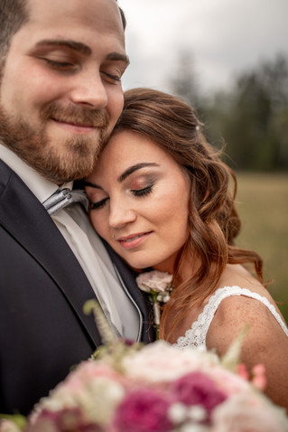 a portrait photo from the bridal couple on there wedding day - wedding pictures in austria