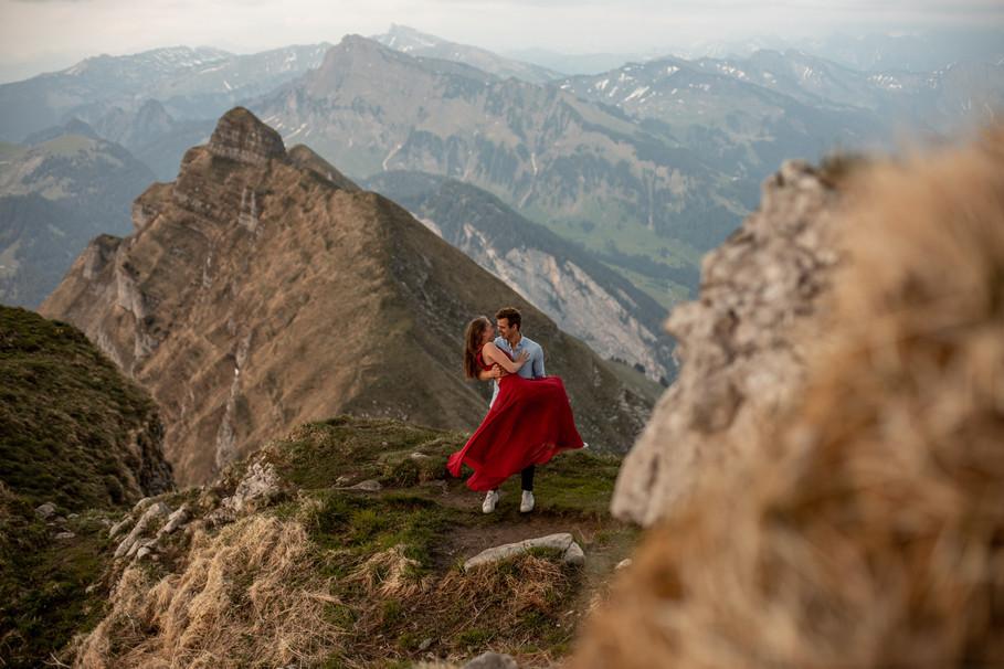 impressive engagement photos in Vorarlberg
