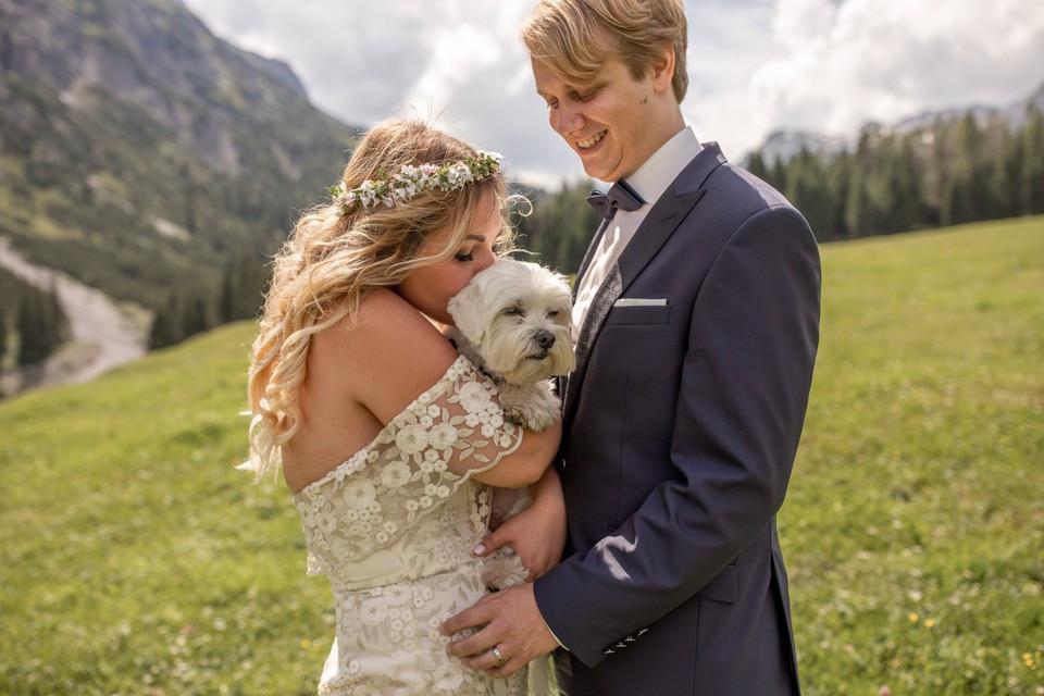 Hochzeitsfotos mit Hund in Lech am Arlberg