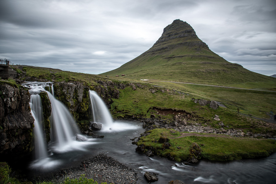 Kirkjufell mountain at Snæfellsnes Peninsula in Iceland  || Bohoray - Adventure Wedding and Elopement Photographer Iceland - Victoria Ruef  || www.bohoray.com