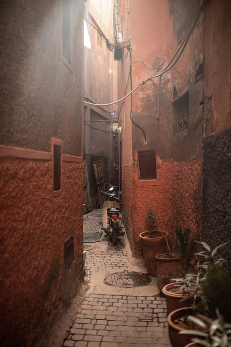 small streets in the medina of Marrakech | Travel and Landscape Photography in Morocco Africa || Bohoray - Adventure Elopement and Wedding Photographer - Victoria Ruef || www.bohoray.com