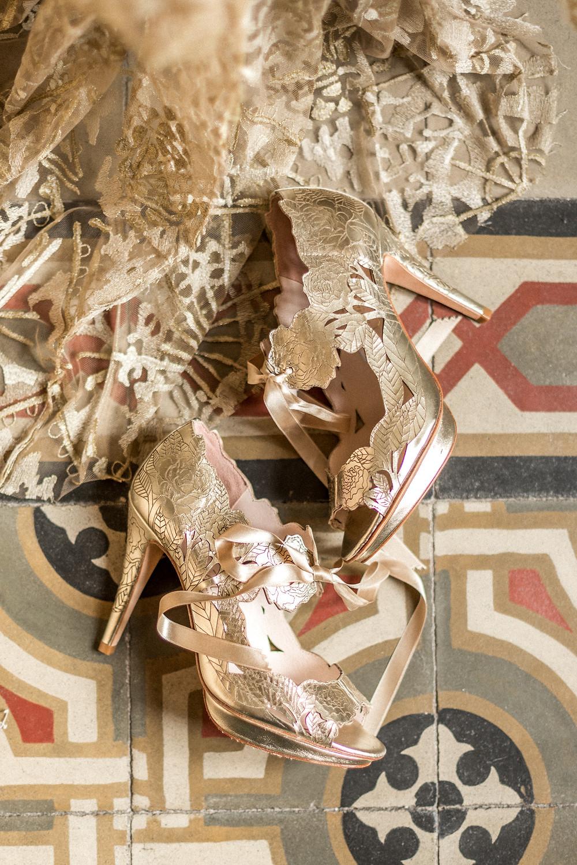 goldene Schuhe zur Hochzeit