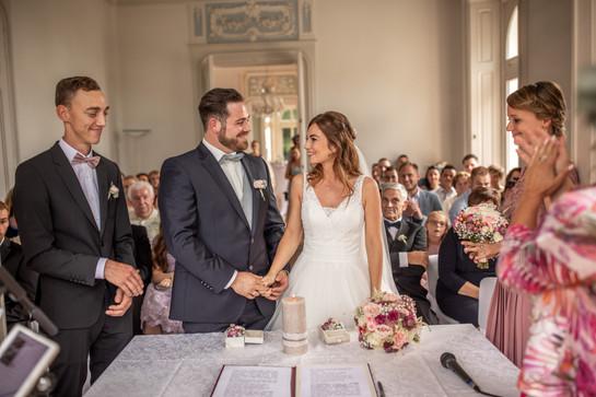 brautpaar ist jetzt verheirate - hochzeit fotografieren in vorarlberg in österreich