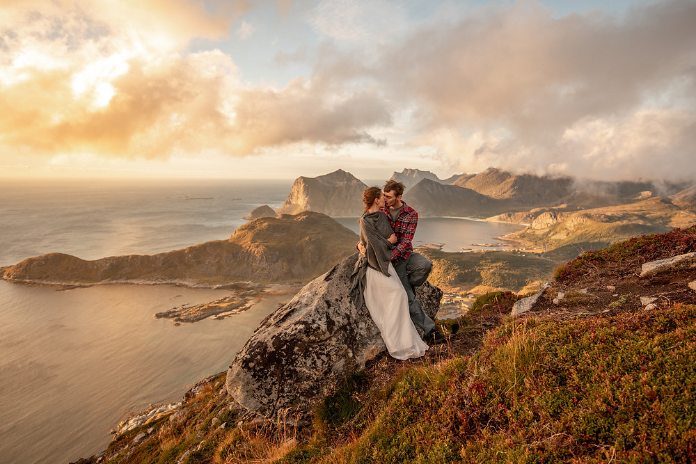 Couple shooting on the Lofoten, photographer in Norway, Wild Embrace