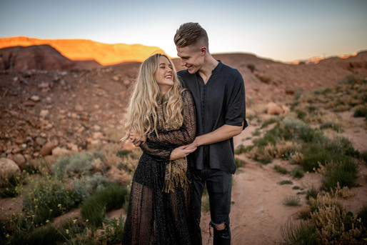 Engagement Photo Session in Ourzazate in Morocco || Bohoray Adventure Elopement and Weddingphotography by Victoria Ruef || www.bohoray.com || Elopementphotographer Morocco || Weddingphotographer Africa