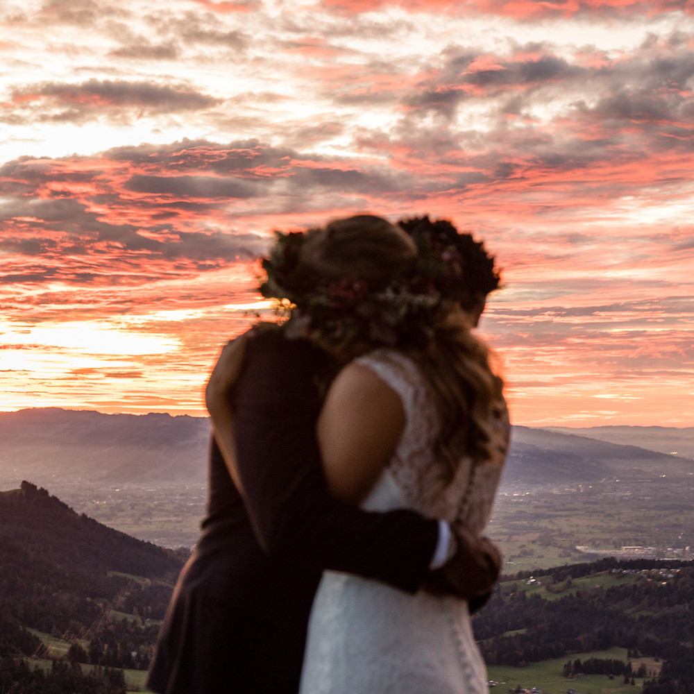 Elopement Photos by Sunset in the Austrian Alps