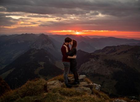 Abenteuerliches Paarshooting in den Bergen im Bregenzerwald
