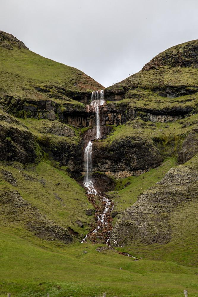 einzigartige Landschaft und beeindruckende Wasserfälle in Island || Bohoray - Abenteuer Hochzeits und Elopement Fotografin Island - Victoria Rüf  || www.bohoray.com