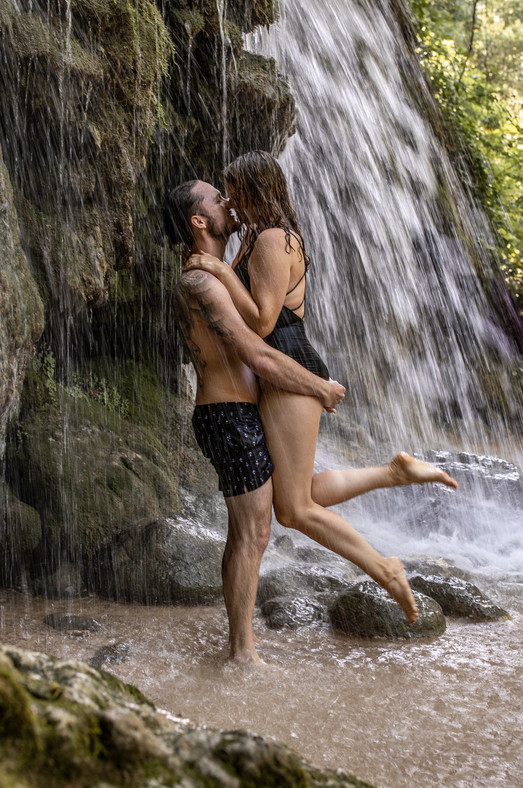 couple photos under a waterfall in nature - krka croatien