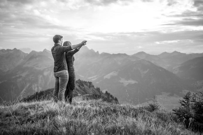 engagement photos in the mountains in bregenzerwald, vorarlberg