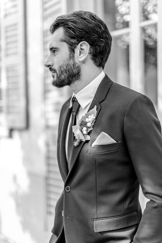 Portrait vom Bräutigam am Hochzeitstag in Italien