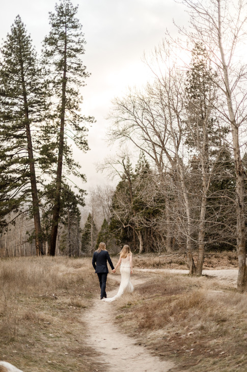 Weddingphoto in Yosemite Valley || Wild Embrace Photography | Adventure Elopement and Destination Wedding Photographer || www.wildembrace.photo