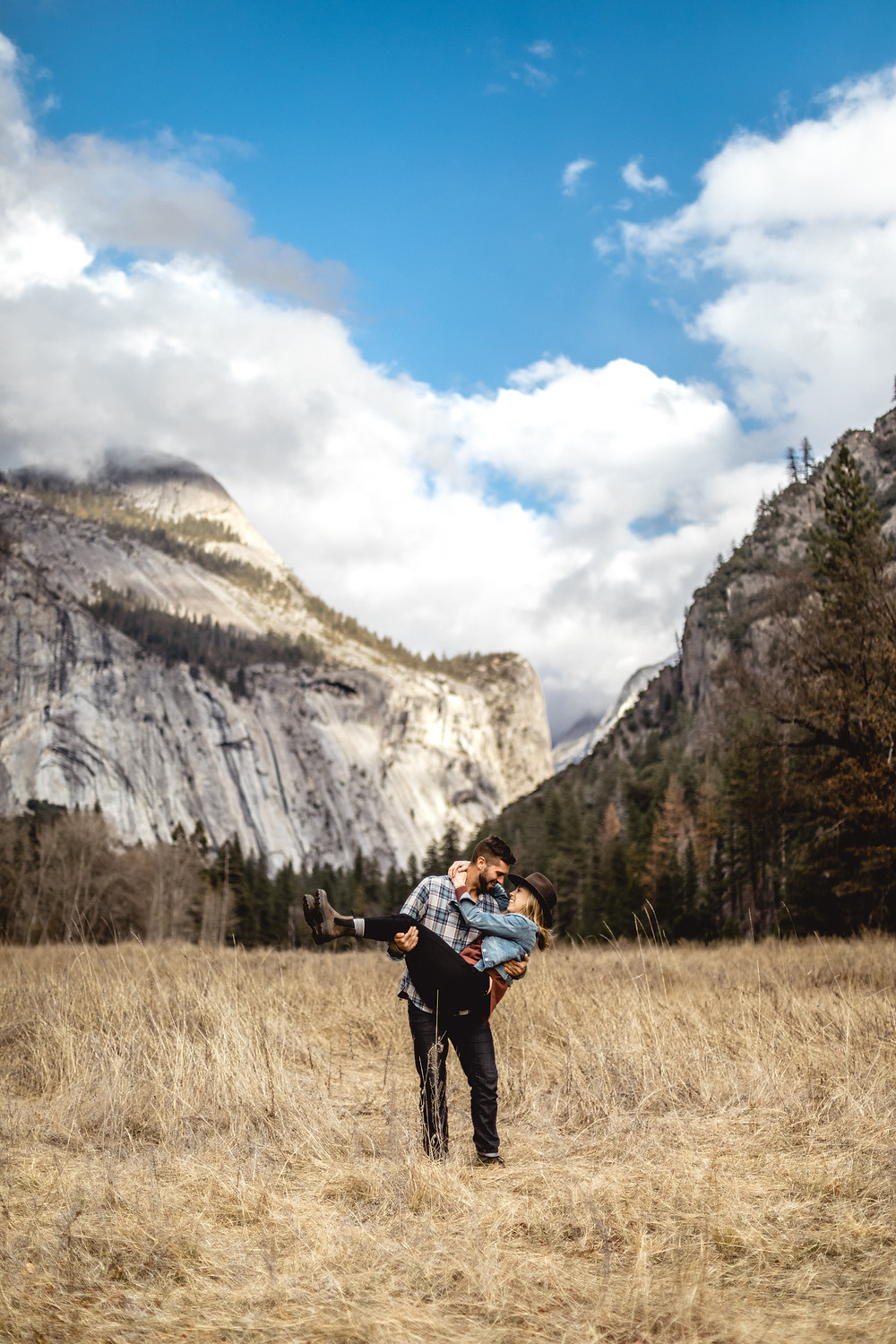 Making couple photos in the nature of Yosemite