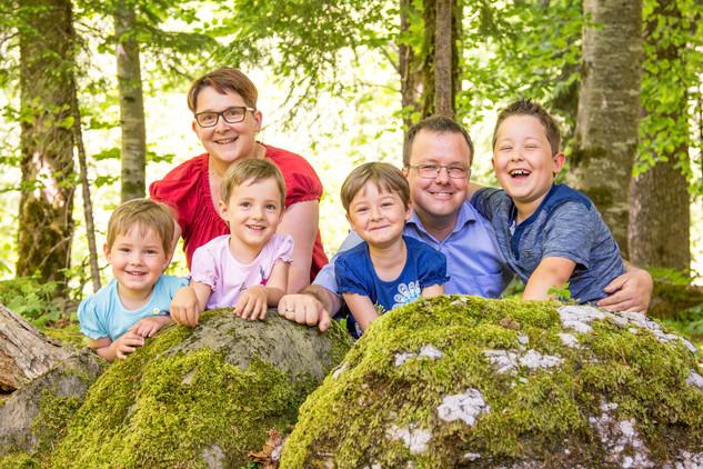Familienfotos im Wald