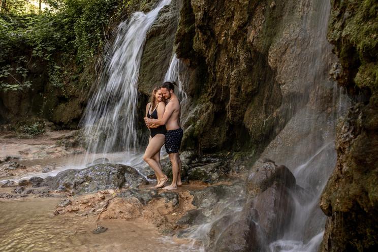 paarfotos wasserfall - paarfotos von wild embrace ihren hochzeitsfotografen