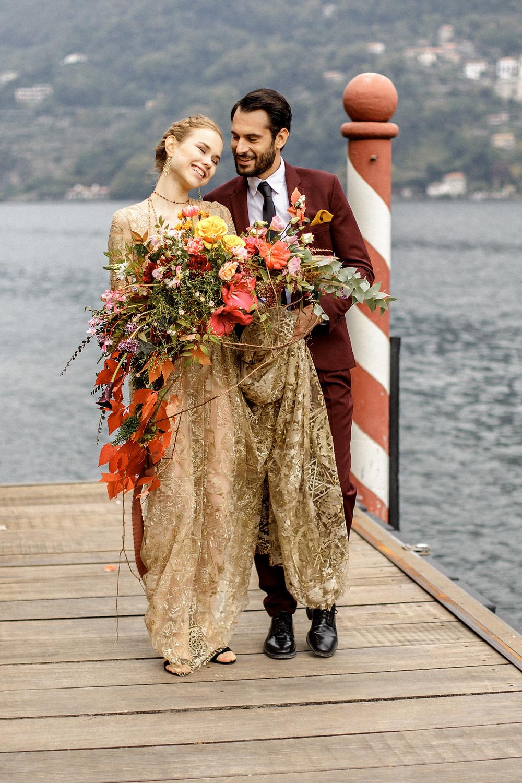 Besondere Hochzeitsfotos auf einem Bootssteg am Comosee
