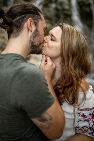 romantic kiss photo by wild embrace - wildembrace.photo