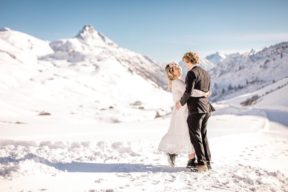 013-engagement-session-arlberg-austria-winter-victoria-ruef-bohoray-photography.jpg