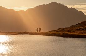 Paar Fotos bei einem Bergsee