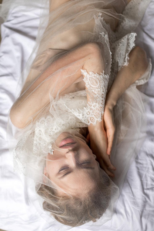 ästhetische Boudoir Fotos am Hochzeitstag