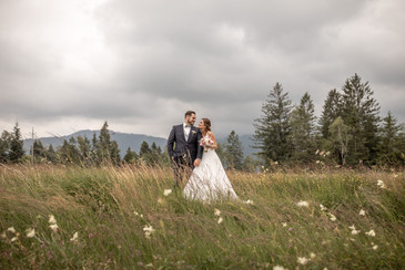 the good news when it is cloudy or rainy on your wedding day the photos are epic