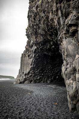 Reynisfjara der Black Sand Beach in Vik in Island || Bohoray - Abenteuer Hochzeits und Elopement Fotografin Island - Victoria Rüf  || www.bohoray.com