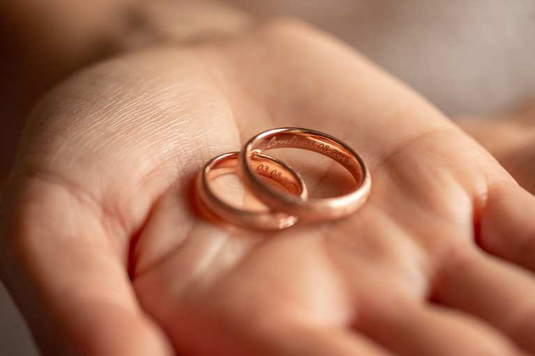 detail photo from the wedding rings on a hand