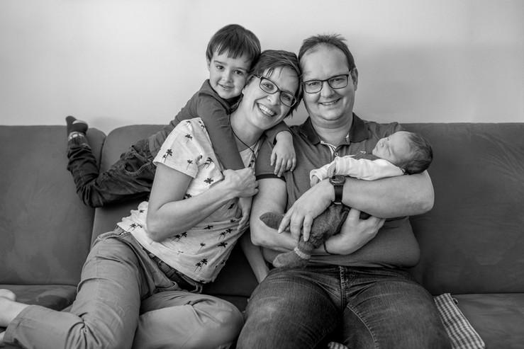 authentische Familienfotos zu Hause
