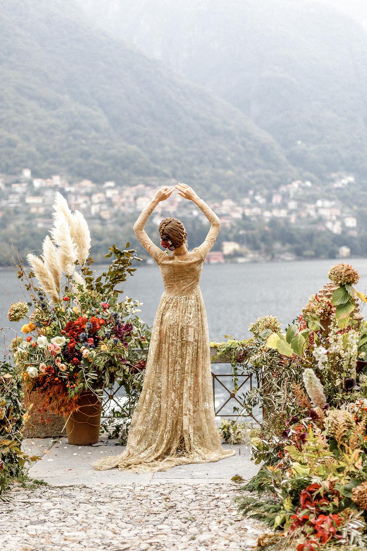 einzigartiges goldenes Hochzeitskleid und traumhafte Hochzeitslocation am Comosee