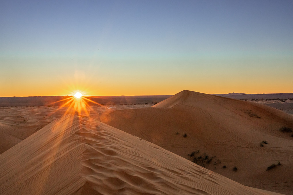 Sunset in the Sahara desert | Travel and Landscape Photography in Morocco Africa || Bohoray - Adventure Elopement and Wedding Photographer - Victoria Ruef || www.bohoray.com