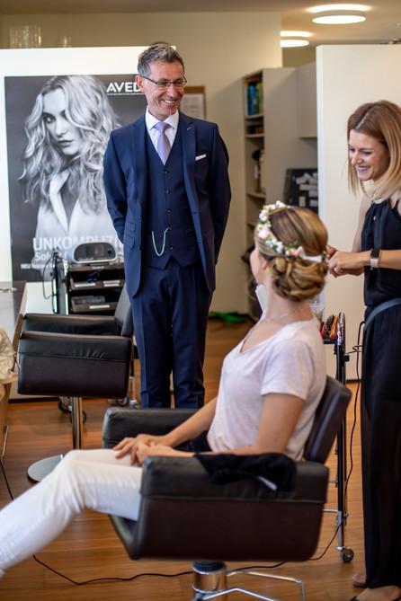 Der Brautvater sieht die Braut zum ersten Mal am Hochzeitstag