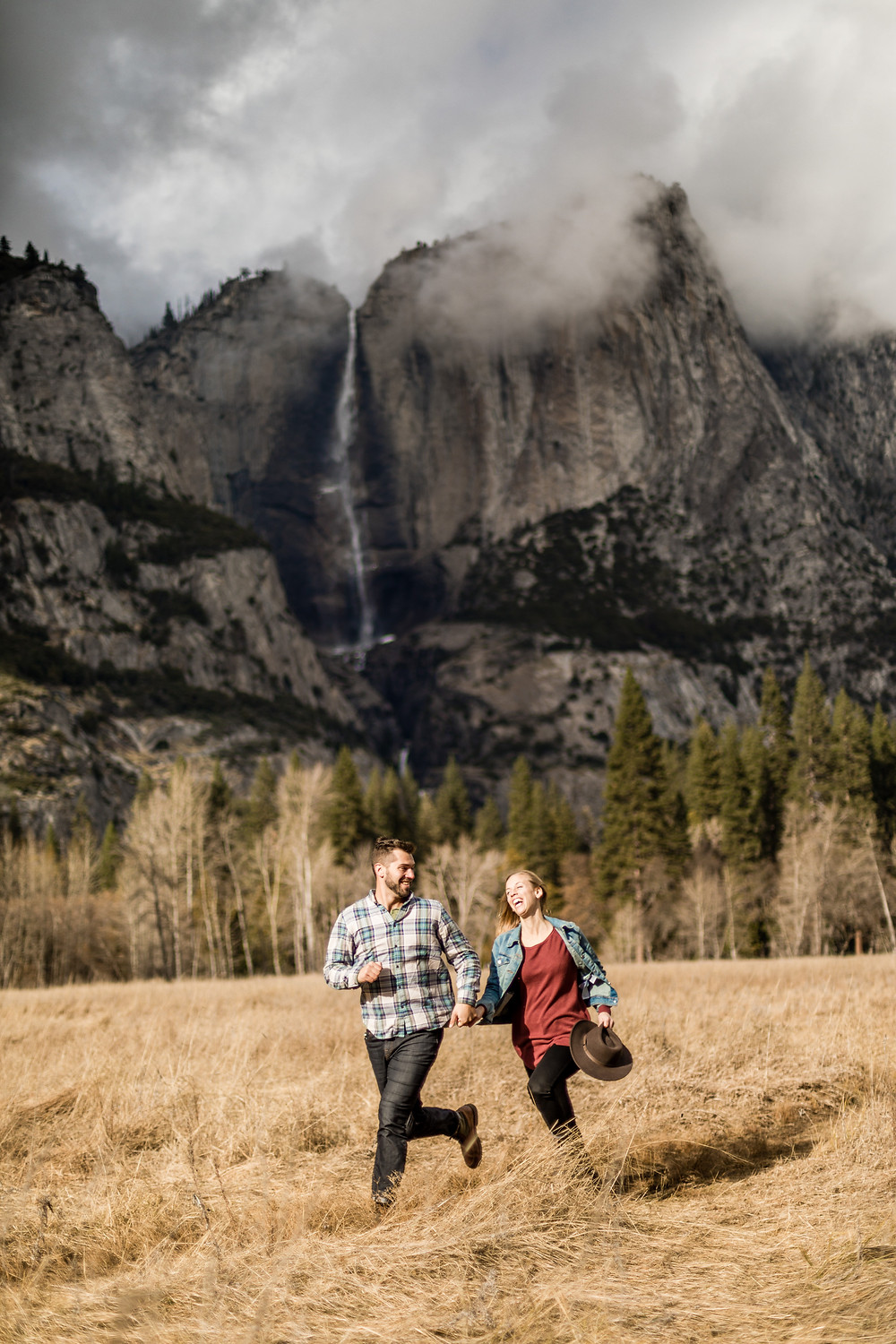 Adventure Couple Photosession in Yosemite Nationalpark California || Engagement Photos || Elopementphotographer Victoria Ruef - bohoray adventure wedding and elopement photos