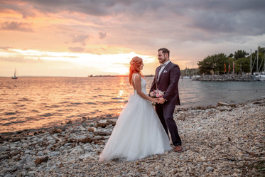 taking a view minutes for some other wedding photos - sunset is perfekt to get stunning wedding photos