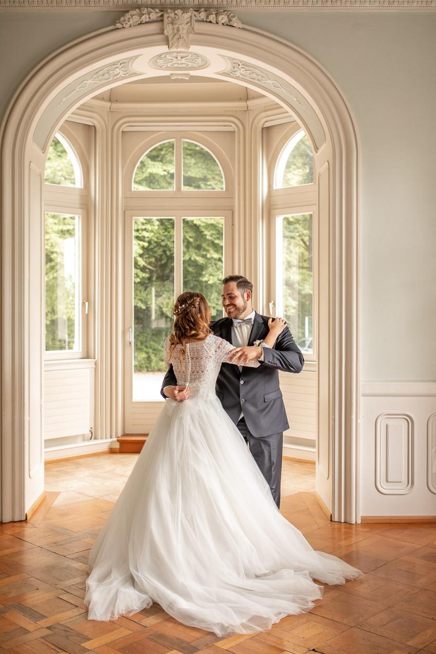 tanzen in villa raczynski - brautpaar kann die hochzeit kaum erwarten