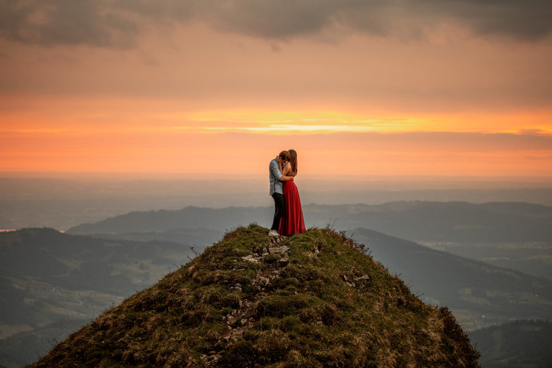 romantic elopement photos on a mountain top in Vorarlberg