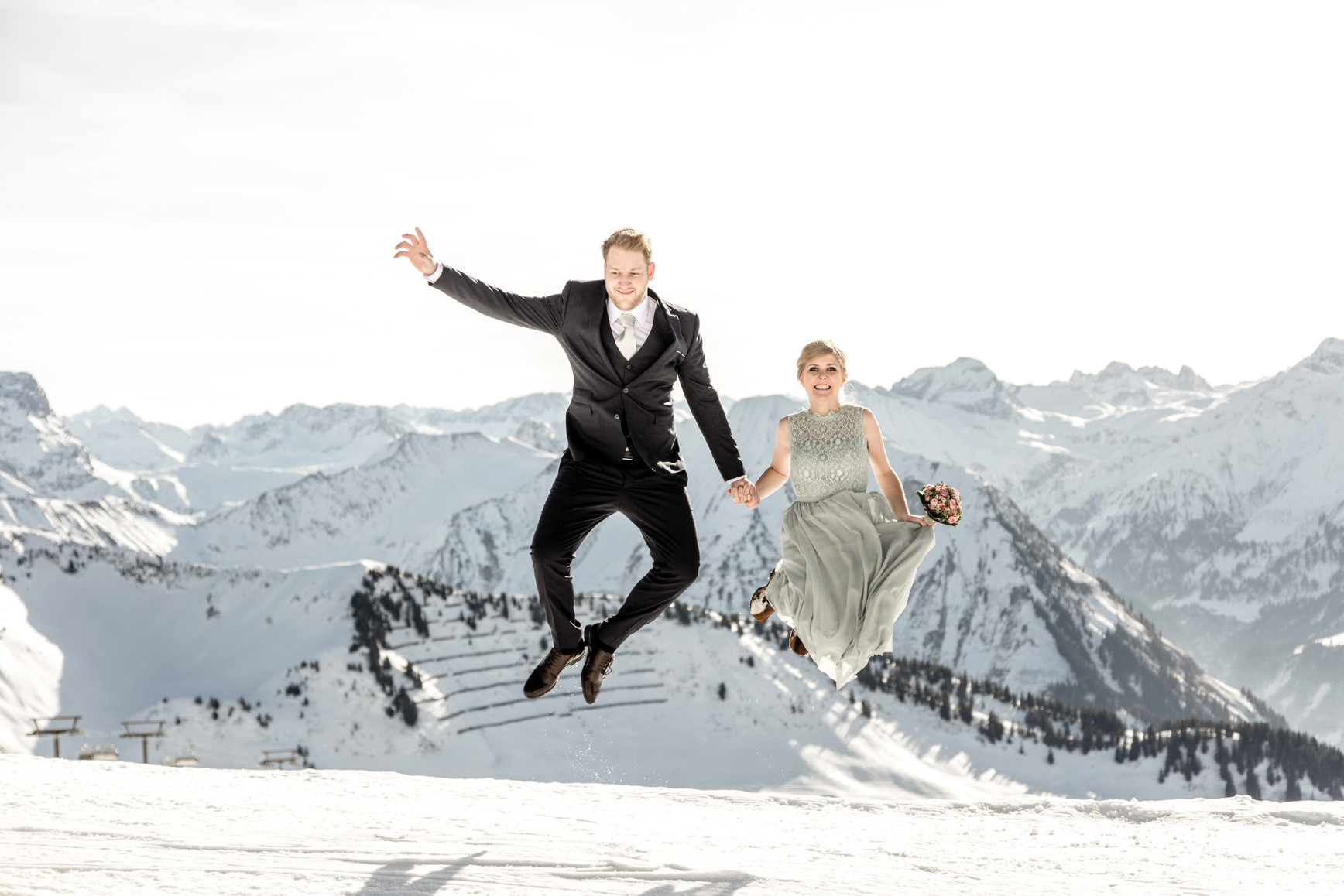 romantic Winterwedding in the Austrian Mountains  || Bohoray Adventure Wedding and Elopement Photos by Victoria Ruef || www.bohoray.com || Weddingphotographer Austria, Elopement Photographer Europe