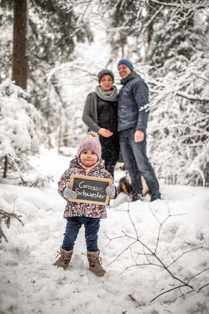 Familienfoto im Schnee