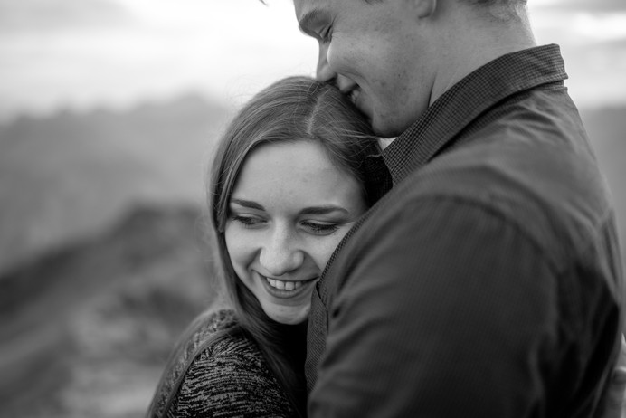 romantic couple picture in black and white - wildembrace.photo - couple photos in mellau