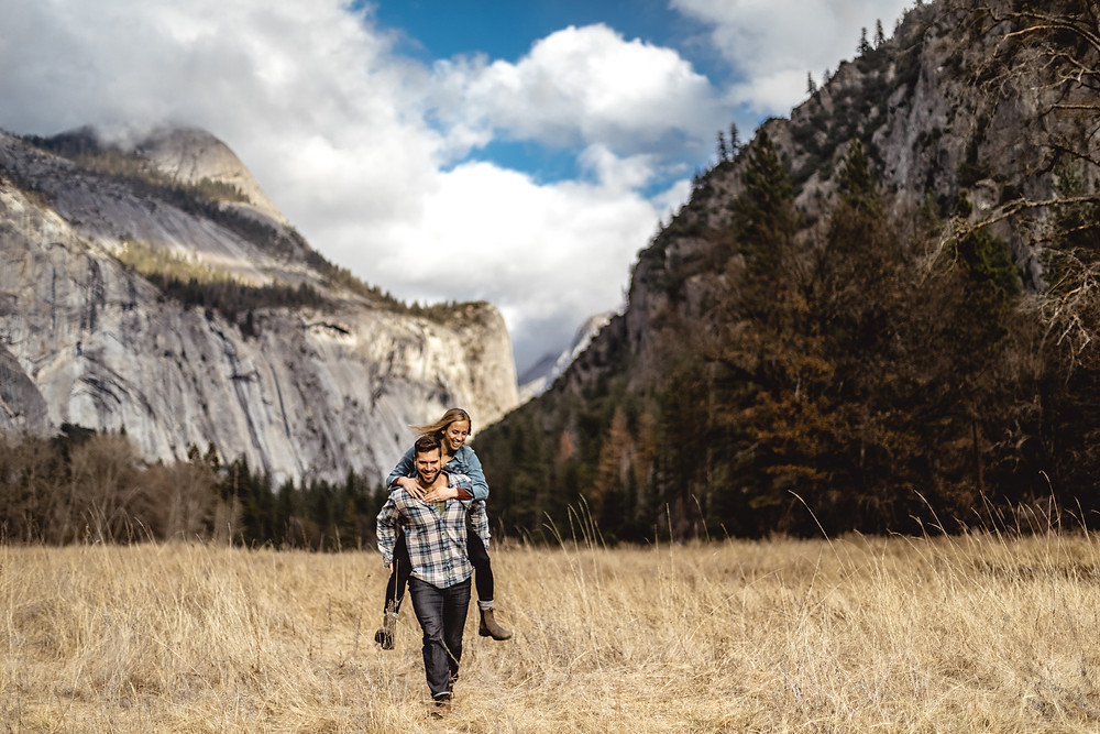 Adventure couple photo shoot in the Yosemite national park