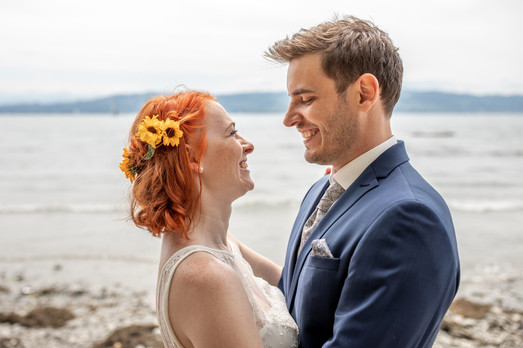 Brautpaar Fotos am Bodensee - Hochzeitsfotografie am Bodensee, in Nonnenhorn in Deutschland || Bohoray - Abendteuer Hochzeitsfotos und Elopementfotografin - Victoria Rüf || www.bohoray.com