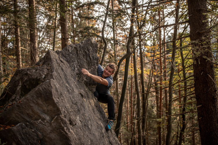 Fabian rock climbing in Vorarlberg || Wild Embrace Photography | Adventure Elopement and Destination Wedding Photographer Austria | Europe || www.wildembrace.photo